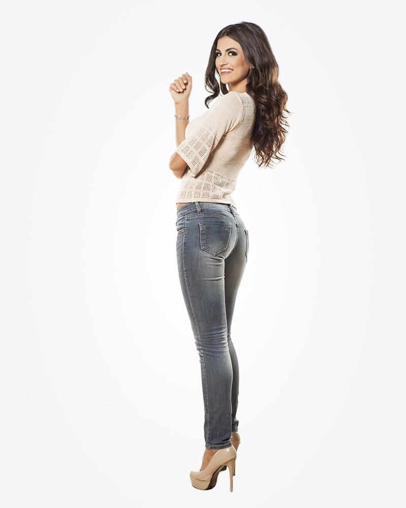 Женщины в облегающих джинсах смотреть